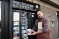 Havenarbeider Dominique Heyrman schoolt zich om tot chocolatier met praline automaat