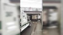Weer een vrachtwagen klem onder brug in Mechelen