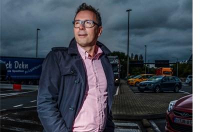 """Hajo Beeckman ontwart Vlaamse verkeersknoop in parochiezaal: """"Beleid grijpt regionaal niet al te fel in"""""""