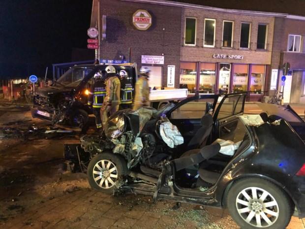 Twee personen zwaargewond afgevoerd na frontale botsing in Rijkevorsel