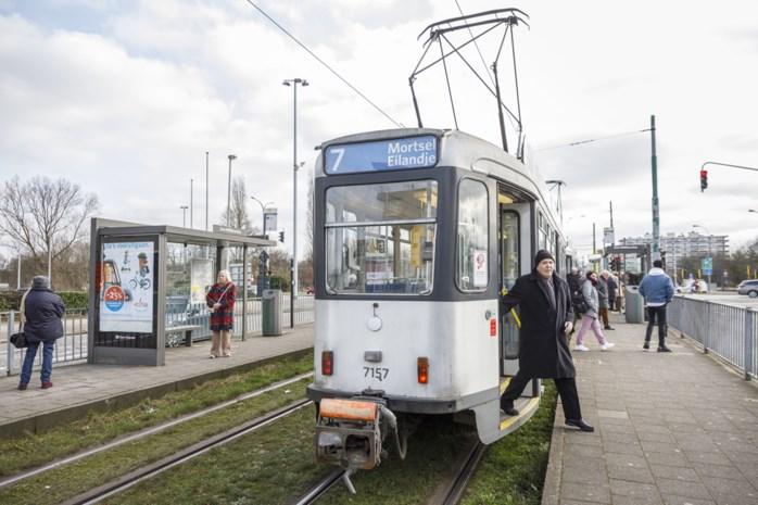 """Reizigers betreuren mogelijke schrapping door De Lijn: """"Tram 7 is mijn schatje"""""""