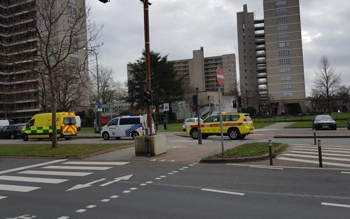 Bromfietser zwaargewond na botsing met bestelwagen
