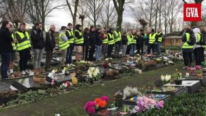 Vrienden en familieleden herdenken verongelukte Mike, Joren en Jonatan op kerkhof