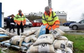 """Twee doden door storm Dennis,""""één van de zwaarste ooit"""" in Groot-Brittannië"""