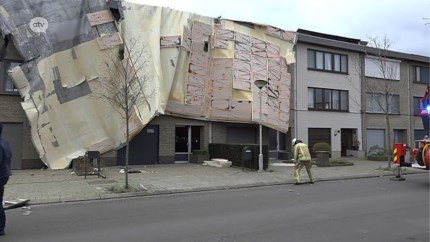 Storm blaast dak van drie woningen weg in Merksem