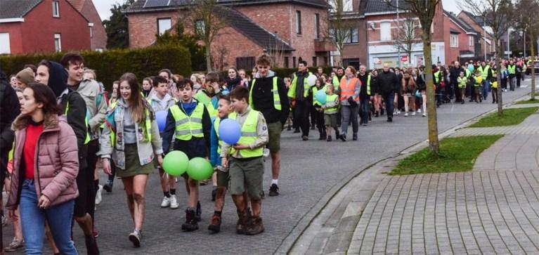 Indrukwekkende optocht in Arendonk om overleden Jasper Horsting te herdenken