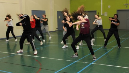 """Dansclub Scratch! viert vijftiende verjaardag met theatershow: """"Vraag naar cursus buikdans leidde tot oprichting eigen dansschool"""""""