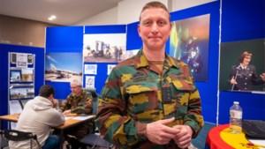 Speeddaten met de commandant: defensie rekruteert vrouwen in pop-upwinkel
