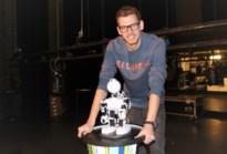 """Robot speelt improvisatietheater: """"Soms geeft hij heel bizarre antwoorden, soms is het hilarisch"""""""