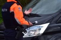 Dief loopt tegen de lamp bij verkeerscontrole