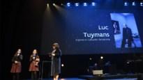 Luc Tuymans stuurt kat naar Ultimas en schenkt prijzengeld aan Let's Go Urban