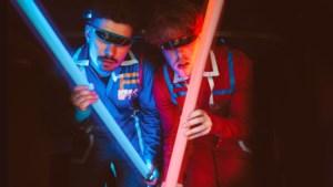 Equal Idiots kneden geworstel met volwassen worden tot tweede album 'Adolescence Blues Community'