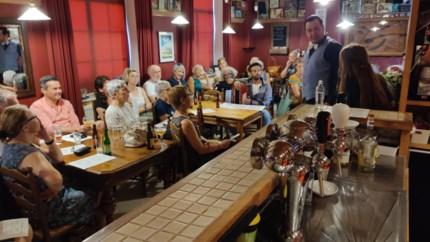 Voorstelling over teloorgang van volkscafés strijkt neer bij café 't Hoekske