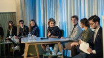 Studenten management krijgen les over duurzaamheid van koningin Mathilde