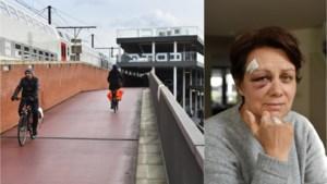 """Glad wegdek aan fietsbrug blijft slachtoffers eisen: """"Er zijn foute materialen gebruikt op die helling"""""""