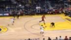 NBA lacht zich een breuk: 'mop boy' ziet plots spurtende basketter op zich afkomen