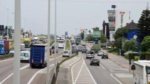 """Zij werken aan de A12 en maken de verkeersellende dagelijks mee: """"Je er druk in maken helpt toch niet"""""""