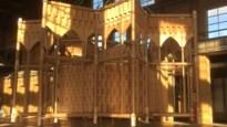Mechelaars voltooien Sint-Romboutstoren met kartonnen spits van 70 meter