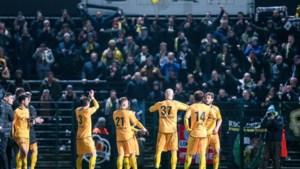 Geplaagd Lokeren komt tweemaal op voorsprong tegen Roeselare, maar moet vrede nemen met een punt