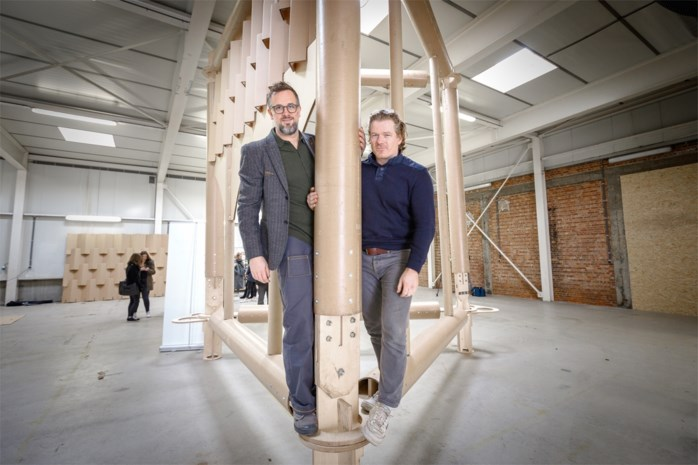 """Mechelaars voltooien toren met kartonnen spits van 70 meter: """"Wij gaan voor een wereldrecord"""""""