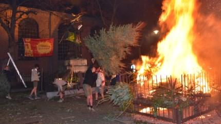 Gemeente nog steeds verdeeld over voortbestaan kerstboomverbranding