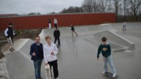 """Skaters in hun nopjes met 'Turtle Yard' die gemeente Zoersel liet bouwen: """"Eerste betonnen skatepark tussen Turnhout en Deurne"""""""