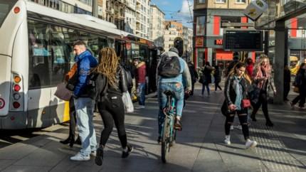 Zo denken de reizigers over de halte aan Koningin Astridplein, waar het fietspad van iedereen is