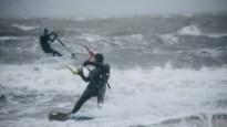 """Antwerpse kitesurfers zijn dankbaar: """"Al een paar weken storm, perfect!"""""""
