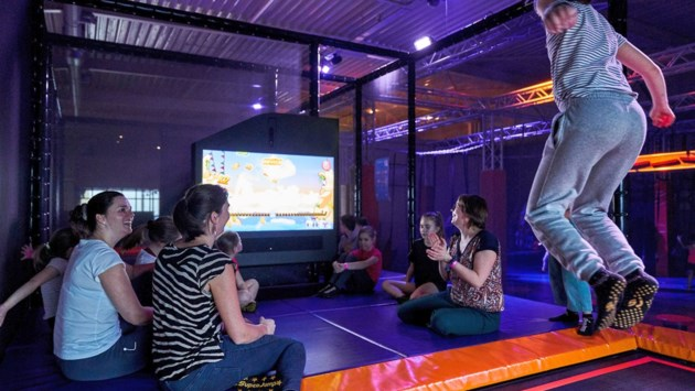 Trampolinepark SuperJump opent digitale gamezone, ook buur VR Base introduceert virtual reality-spellen in Yellow Park