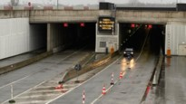 Ellendige file door wateroverlast in Krijgsbaantunnel