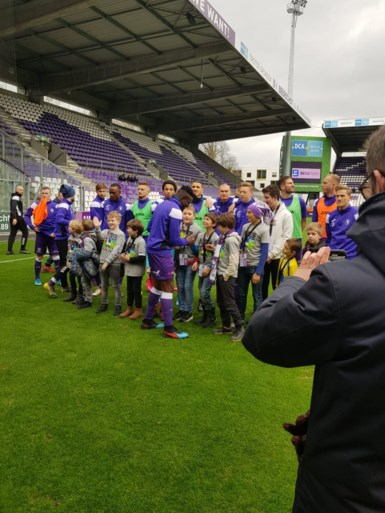 Fanclub Marius Noubissi kwam Kameroener aanmoedigen tegen Lommel