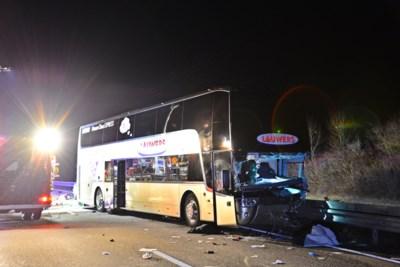 """Duitser ramt Belgische bus: """"Spookrijder reed met gedoofde lichten vol in op de bus van papa"""""""