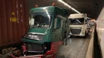 Tijsmanstunnel uur lang volledig dicht na ongeval met drie vrachtwagens