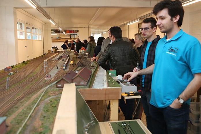 Modeltreinen sporen voortaan in voormalig Chirolokaal