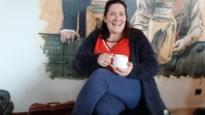 Bewustzijnscoach geeft loopbaanbegeleiding bij een kop koffie in Den Doktoor
