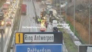 Ellende op Antwerpse Ring door ongeval op E34: tot twee uur filerijden