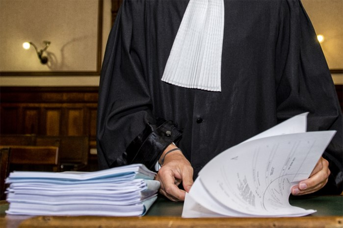 Ex-militair uit Brasschaat slaat vrouw in elkaar met matrak: 40 maanden cel