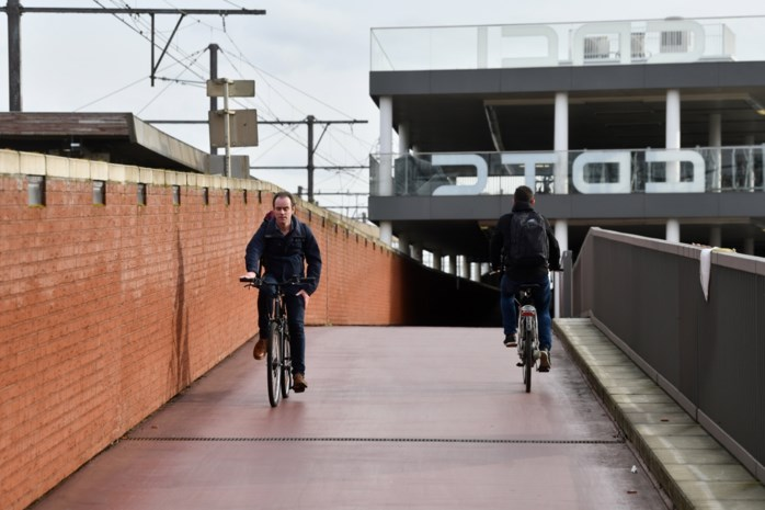 Stad Antwerpen en NMBS glijden uit over fietshelling
