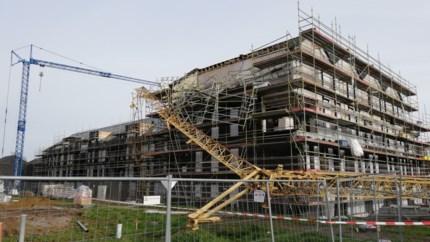 """Torenkraan van 30 meter valt op appartementen in aanbouw: """"Alles daverde"""""""