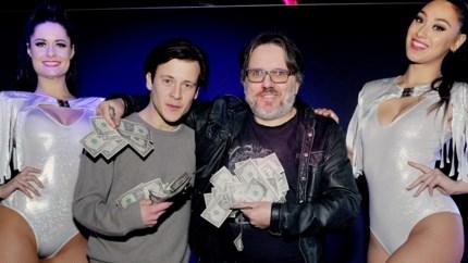 Daar is Frank 'Zillion' Verstraeten weer: ex-eigenaar legendarische Antwerpse discotheek aanwezig op voorstelling cast