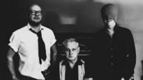 """Muzikaal trio Kameel presenteert debuutalbum in muziekcafé De Wolwinkel: """"Wij willen pretentie vermijden"""""""
