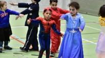 Kinderen op carnavalskamp zwaaien krokusvakantie uit
