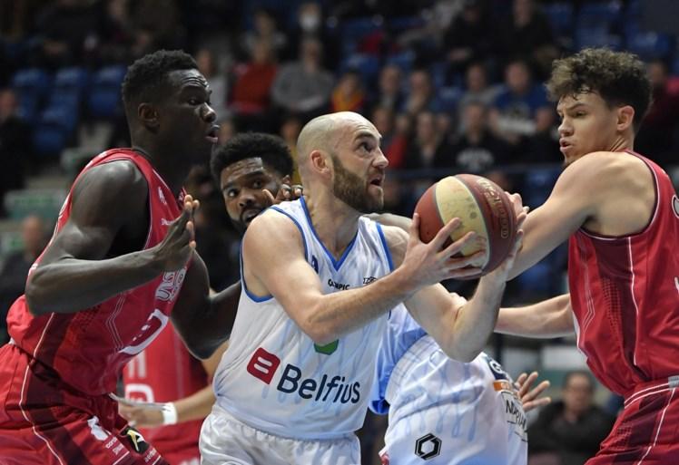 Bergen wint topper tegen Telenet Giants Antwerp en is alleen leider