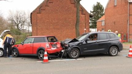 Twee gewonden bij zware aanrijding in Sint-Gillis-Waas