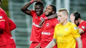 Mbokani is terug: hattrick bezorgt Antwerp vlotte zege tegen KVO