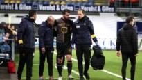 Joachim Van Damme met rugblessure naar de kant tijdens STVV-KV Mechelen