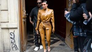 Kanye West verrast modeweek in Parijs met mis en show