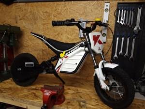 Pocketbikes gestolen, slachtoffer betrapt dieven die nacht later terugkomen voor opladers