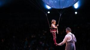 RECENSIE. 'Corteo' van Cirque du Soleil: kijk, er zweeft een dwerg boven je hoofd! (3/5)