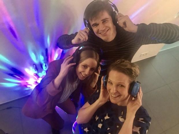 Silent Disco: jeugd gaat uit de bol met koptelefoon op hoofd